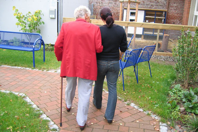 Retirement Home vs. Nursing Home: What's the Difference?